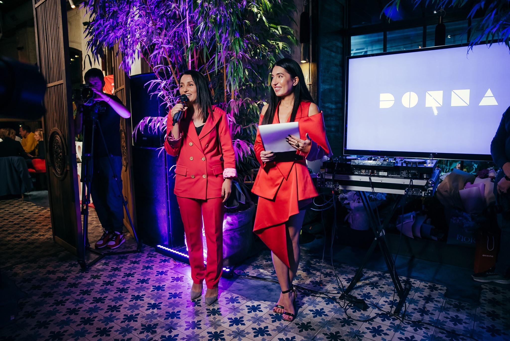 На фото: соосновательница фабрики DONNA - Наталья Донченко и ведущая Design Tour - Анастасия Ковалева